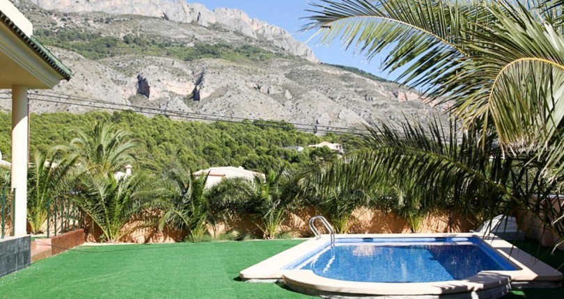 VILLA MIT MEERBLICK IN ALTEA, ALICANTE. GOLFCLUB ALTEA.