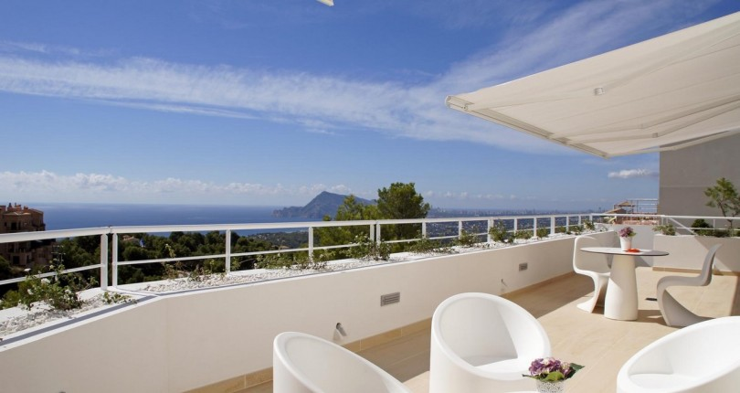 VENTA DE VILLA EN ALTEA. ALICANTE. VISTAS AL MAR Y A LA MONTAÑA. CLUB DE GOLF ALTEA.